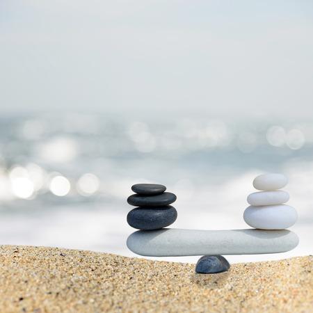 Photo pour Zen stones balance concept.The balance between black and white - image libre de droit