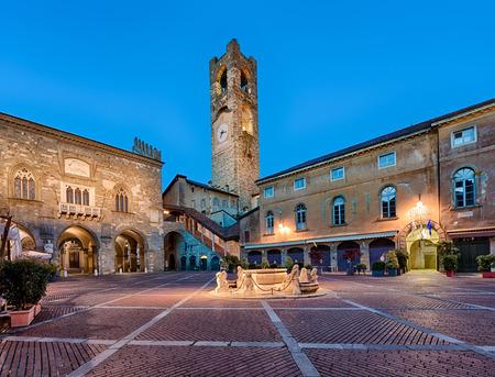 Photo pour City of bergamo old square - image libre de droit