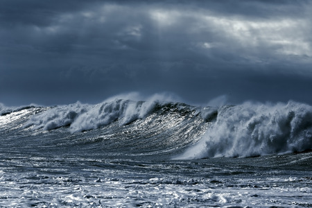 Foto de Big stormy waves aproaching the portuguese coast. Toned blue - Imagen libre de derechos