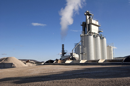 Photo pour Factory for asphalt production near town Split in Croatia - image libre de droit