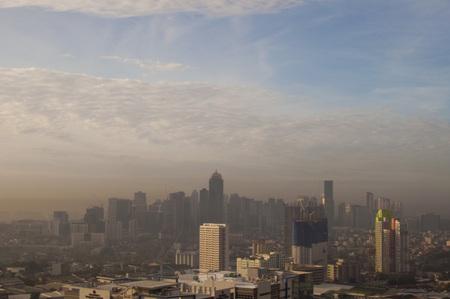 Photo pour A landscape of polluted ortigas center in metro manila in the philippines - image libre de droit