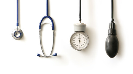 Foto de Stethoscope isolated on white - Imagen libre de derechos