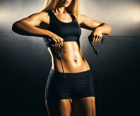 Photo pour Fit body of beautiful, healthy and sporty girl. Slim woman posing in sportswear. - image libre de droit