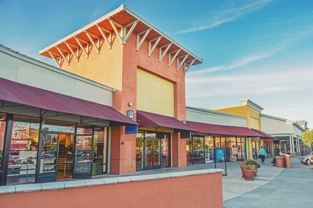 Foto de Beautiful outlet mall - Imagen libre de derechos