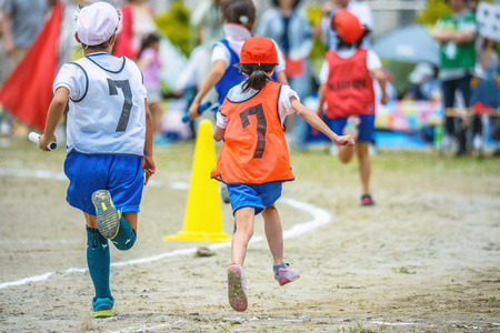 Photo pour Athletic meet of the elementary school - image libre de droit