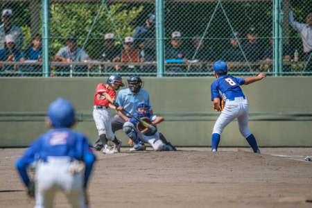 Photo pour Little league baseball game - image libre de droit