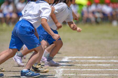 Photo pour Athletic meet of the elementary school - image libre de droit