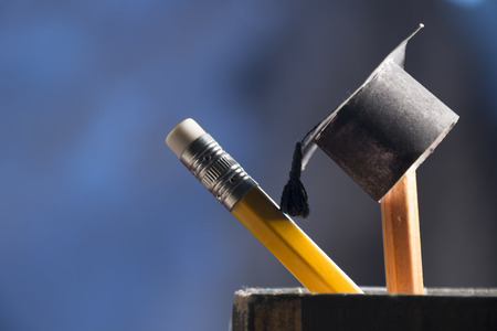 Foto de pencils and graduation hat, education concept - Imagen libre de derechos