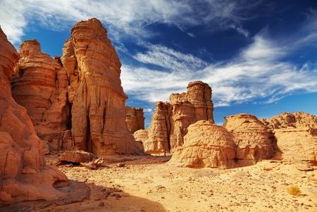 Photo pour Bizarre sandstone cliffs in Sahara Desert, Tassili N'Ajjer, Algeria - image libre de droit