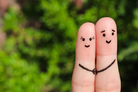Photo pour Finger art of a Happy couple. Happy couple holding hands. - image libre de droit
