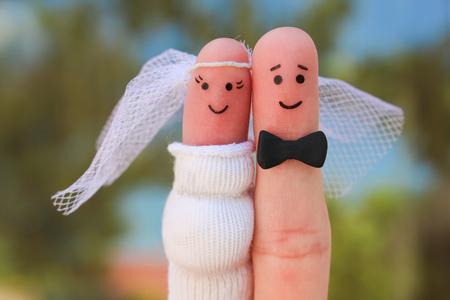 Photo pour Fingers art of a Happy couple. Concept of shotgun wedding, woman is pregnant and man needs to get married. - image libre de droit