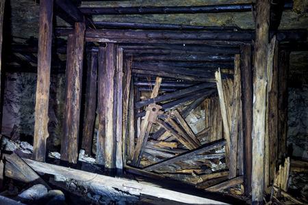 Foto de Collapse in the mine with wooden fittings - Imagen libre de derechos