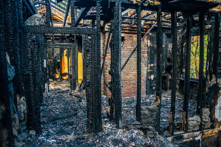 Foto de Interior of a burnt by fire apartment in an apartment building. Burned wooden beams - Imagen libre de derechos