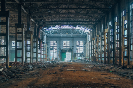 Photo pour Dark ruined rotten abandoned large industrial hall. Voronezh excavator factory - image libre de droit