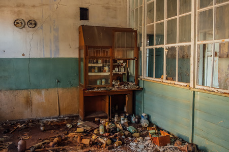 Foto de Old cabinet with broken glassware in abandoned chemical laboratory - Imagen libre de derechos