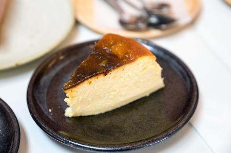 Foto de Pumpkin cheesecake recipe on ceramic plate in cafe - Imagen libre de derechos