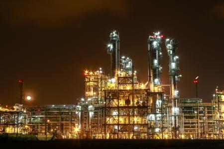 Photo pour Night scene of chemical plant , Eastern of Thailand - image libre de droit