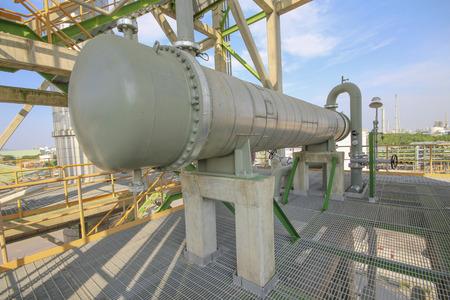 Foto de Heat exchanger in refinery plant - Imagen libre de derechos