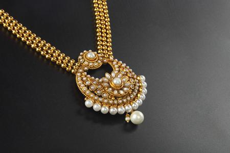 Photo pour Indian Traditional Gold Necklace - image libre de droit