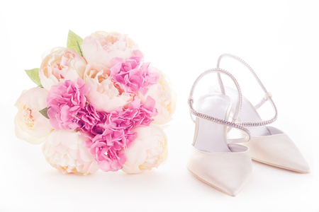 Foto de bouquet and white wedding shoes isolated on white... Wedding bridal fashion image. - Imagen libre de derechos
