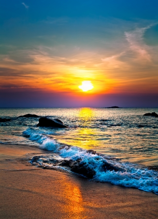 Photo pour Colorful sunset over the sea - image libre de droit