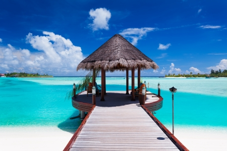 Photo pour Jetty with amazing ocean view on tropical island - image libre de droit