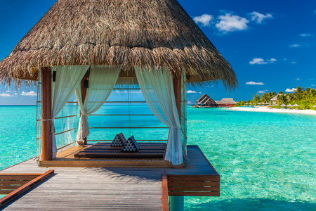 Photo pour Romantic and luxurious overwater spa with panoramic tropical lagoon view - image libre de droit