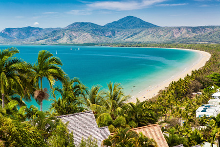 Foto de Port Douglas beach and ocean on sunny day, Queensland, Australia - Imagen libre de derechos