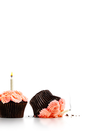 Photo pour Smashed cupcake in row of cupcakes with candles isolated on white - image libre de droit
