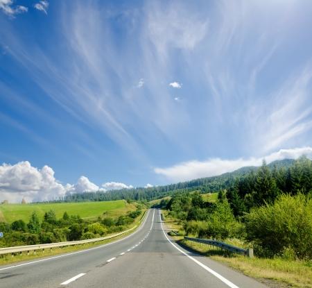 Photo pour road in mountain. Ukranian Carpathians - image libre de droit