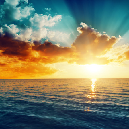 Photo pour beautiful sunset over the sea - image libre de droit