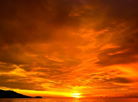 Foto de Sunset in Patong south of Thailand - Imagen libre de derechos