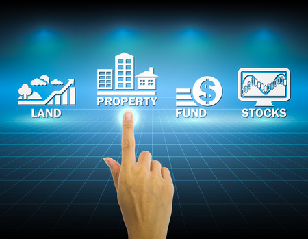 Photo pour Hand and investment sign with dark background. - image libre de droit
