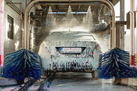 Foto de car wash, car wash foam water, Automatic car wash in action - Imagen libre de derechos