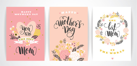 Illustration pour Set of Happy Mothers Day lettering greeting cards with Flowers. Vector illustration. - image libre de droit