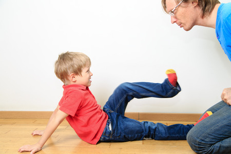Foto de father and son conflict, problems in family - Imagen libre de derechos