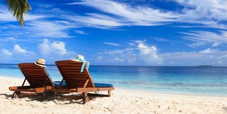 Foto de Two beach chairs on the tropical sand beach - Imagen libre de derechos
