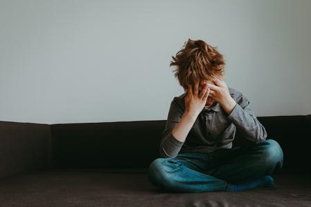 Foto de stressed child, despair and depression - Imagen libre de derechos