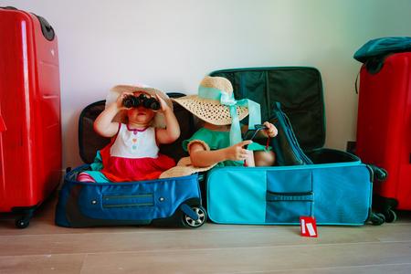 Foto de little girls enjoy packing and travel - Imagen libre de derechos