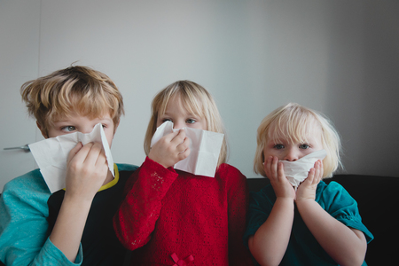 Photo pour kids wiping and blowing nose, infection or allergy - image libre de droit