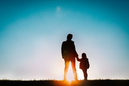 Photo pour father with little daughter walk at sunset - image libre de droit