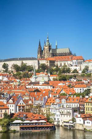 Foto de Old town of Prague and Prague castle, Czech Republic. - Imagen libre de derechos