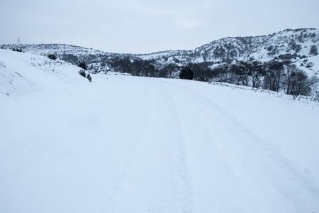 Foto de Country road in winter - Imagen libre de derechos