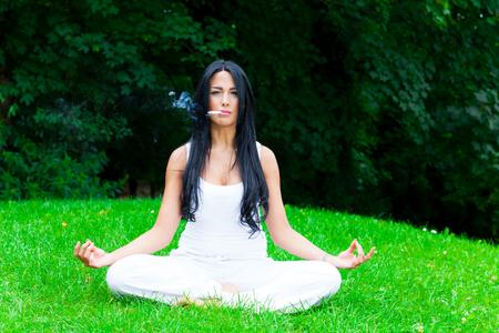 Foto de Yoga in the park - Imagen libre de derechos
