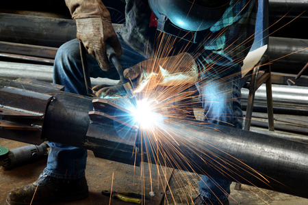 Photo pour Welder at work - image libre de droit
