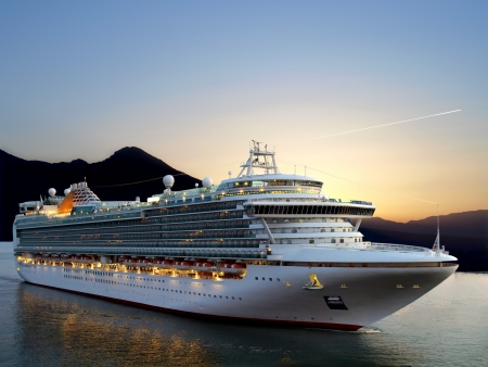 Foto de Luxury cruise ship sailing from port on sunrise.  - Imagen libre de derechos