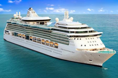 Photo pour Luxury Cruise Ship Sailing to Port - image libre de droit