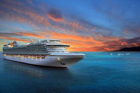 Foto de Luxury cruise ship sailing to port on sunrise - Imagen libre de derechos