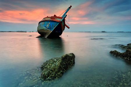 Foto de The wrecked ship, Thailand - Imagen libre de derechos
