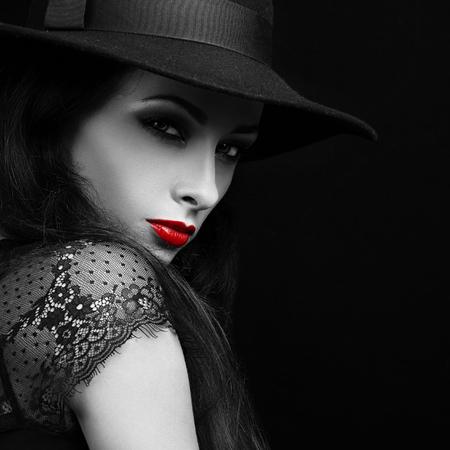 Foto de Beautiful expressive bright makeup female model with red hot lips posing in hat. Black and white portrait. Closeup - Imagen libre de derechos